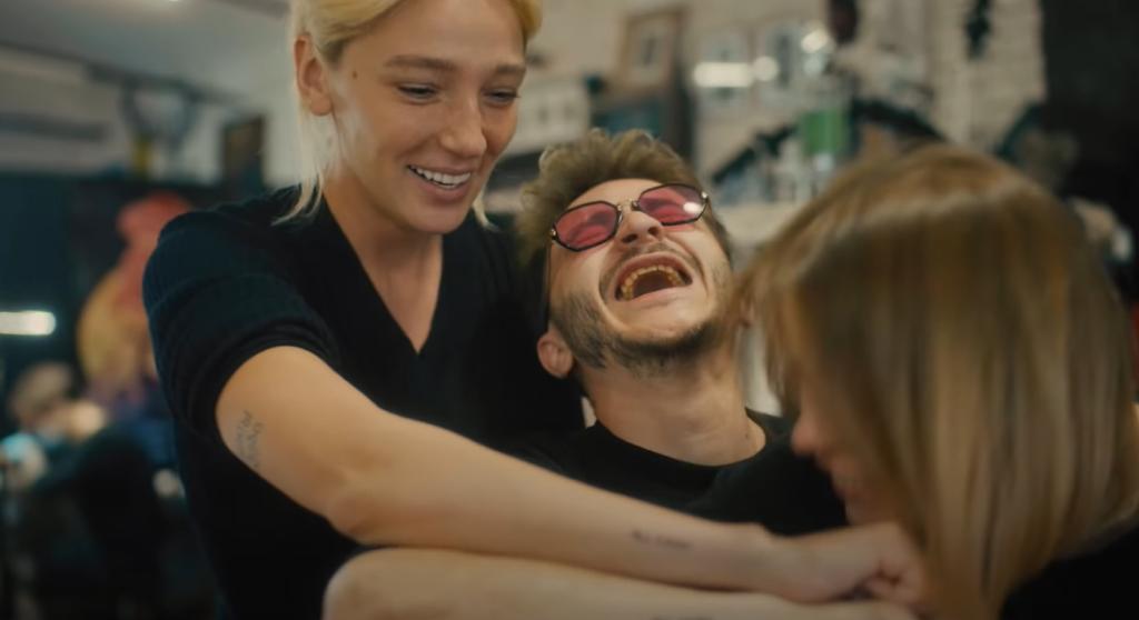 Джарахов и Markul выпустили клип на летний хит «Я в моменте»