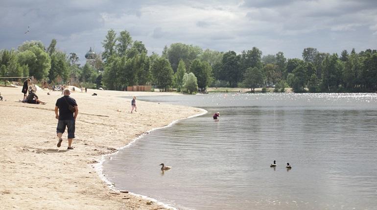 Очистившееся на неделю для купания Верхнее Суздальское озеро показывает Мойка78