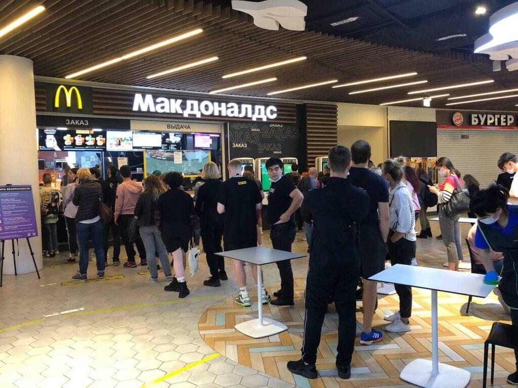 «Макдоналдс» зарегистрирует в РФ разговорное наименование «Макдак» как товарный знак для защиты бренда