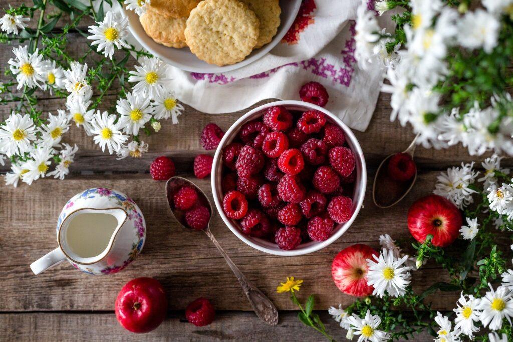 Петербуржцев просят ограничить потребление малины 400 граммами в сутки