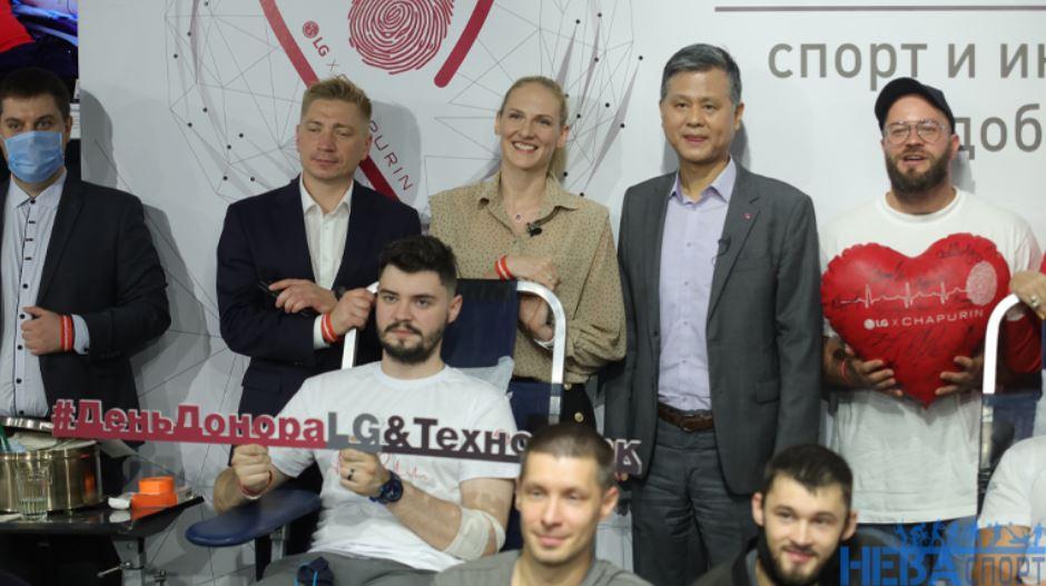 Российские олимпийцы посетили акцию День донора в Петербурге: фото