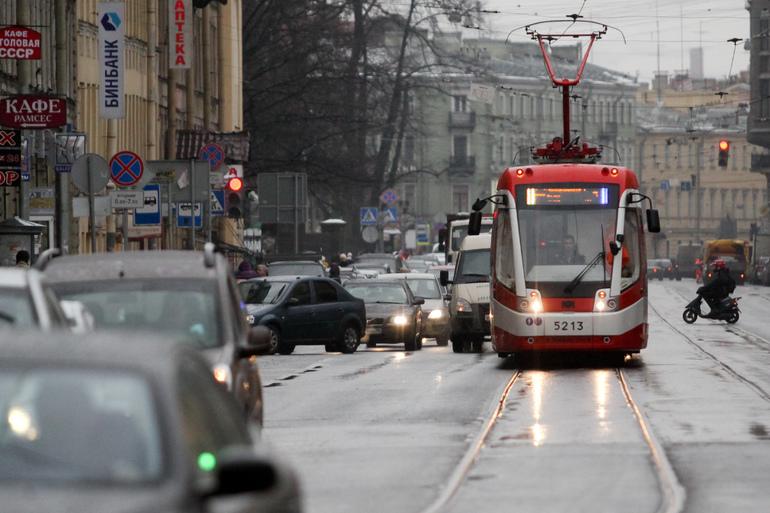 К 2024 году Петербург закупит почти 600 новых трамваев и троллейбусов