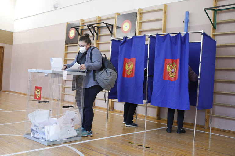 Единая Россия лидирует: в Петербурге посчитали первые 3% голосов в Госдуму