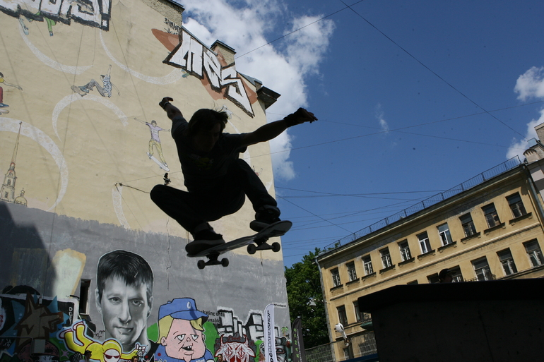 В Невском районе открыли спортивную площадку со скейт-парком