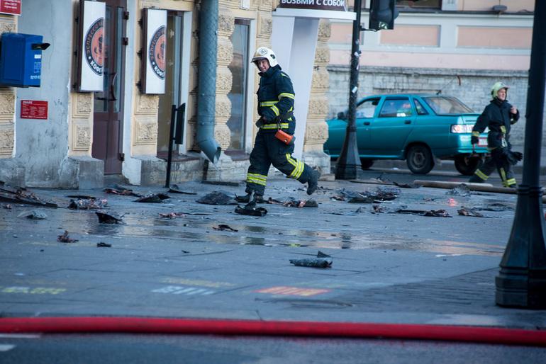 Во Фрунзенском районе пожарные потушили балконы в девятиэтажке