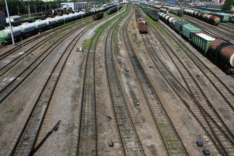 На станции Ручьи травмировался человек, пересекавший пути в неположенном месте
