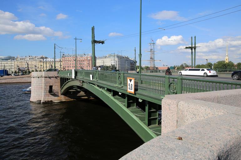 На время ремонта Биржевого моста автомобилистам останутся четыре переправы: Дворцовый, Тучков, Троицкий и Бетанкура
