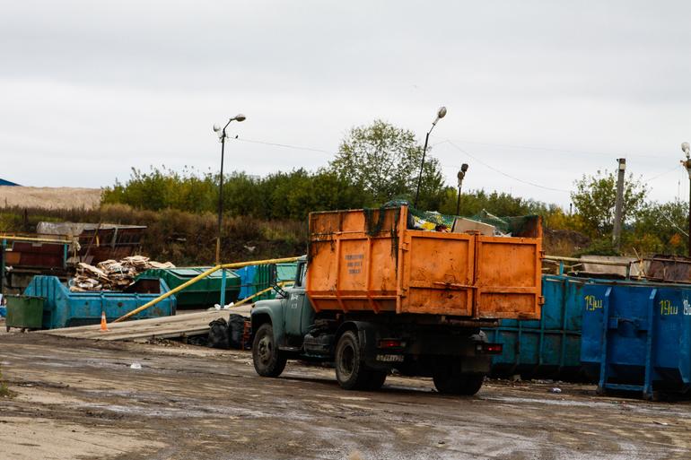 Прокуратура изъяла бульдозер и самосвал с незаконной мусорки в Приморском районе