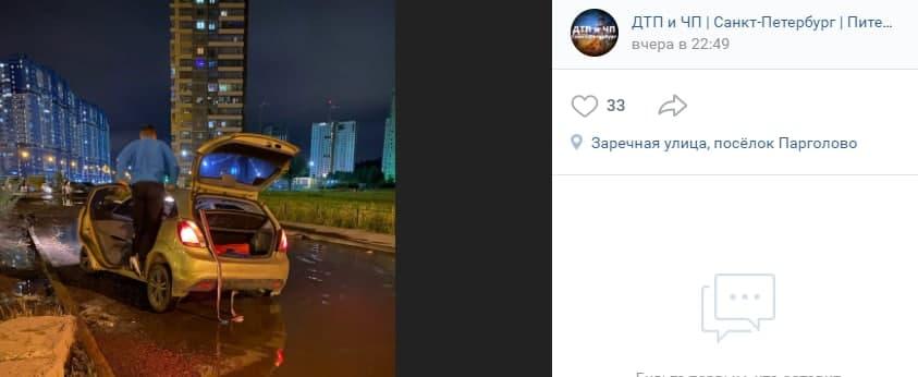 Водитель угодил автомобилем в огромную лужу на Заречной улице
