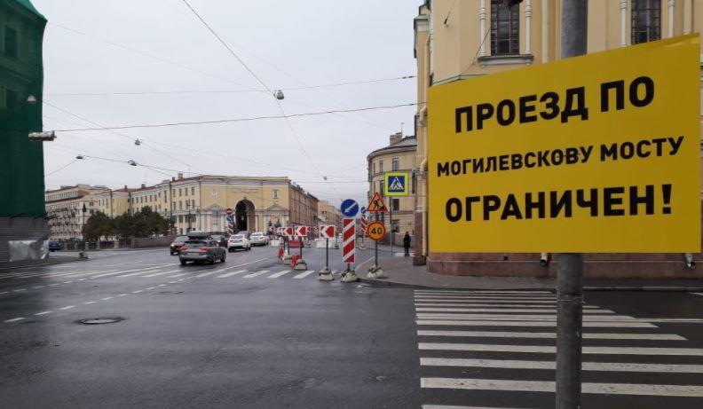 Движение по Могилевскому мосту ограничили из-за ремонта дорог