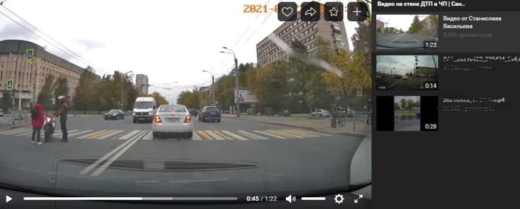 Мотоциклист врезался в проходящего по пешеходному переходу человека у Гражданского проспекта