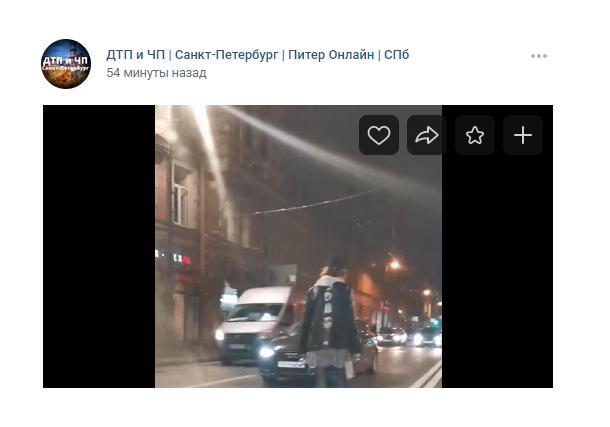 Девушка прогулялась по проезжей части на Петроградке