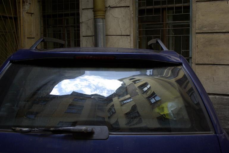 Полиция привлекла к ответственности петербурженку, оставившую грудного ребёнка одного в машине