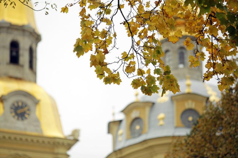 Гребень антициклона принес в Петербург туман, 132 года назад в городе было солнечно и +18