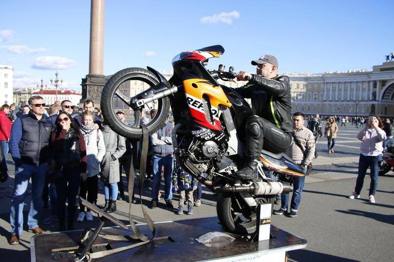 Власти города запретили провести традиционное закрытие мотосезона на Дворцовой площади