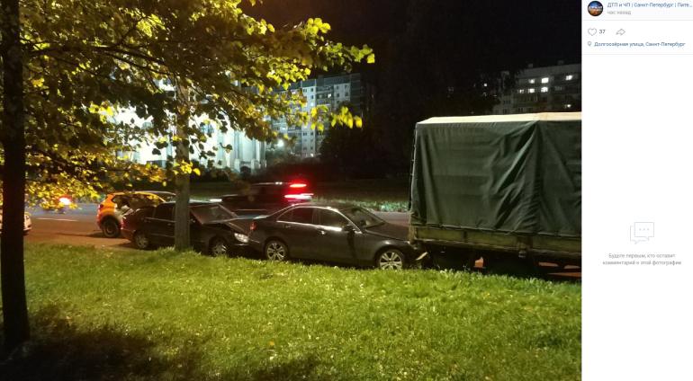 Каршеринг уплотнил парковку двух «Мерседесов» на Долгоозерной
