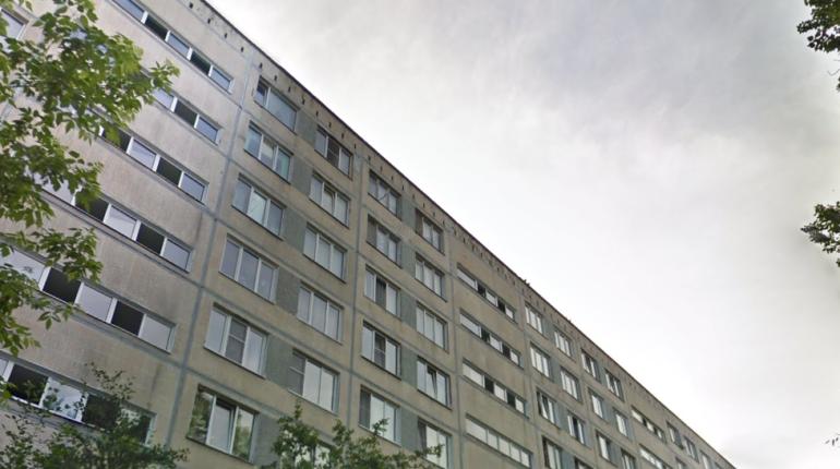 Из горящей квартиры на проспекте Славы спасли мужчину