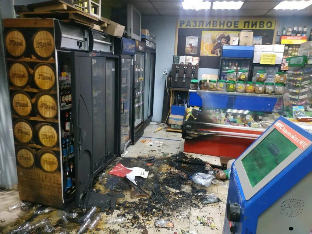 Задержание поджигателя магазина, испорченный сквер и погоня за эвакуатором: главное в Петербурге 5 сентября