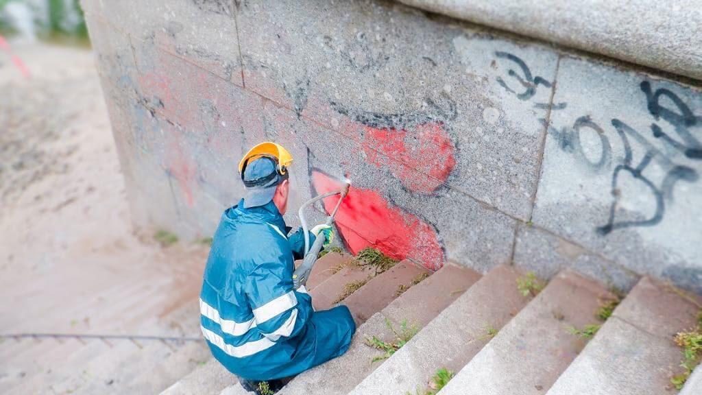 Ограждения Дудергофского канала очистили от «художеств» уличных стрит-артеров
