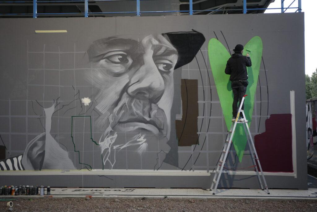 Граффити с Довлатовым, пожар на Кубинской и нелегальные торговцы: главное в Петербурге 4 сентября