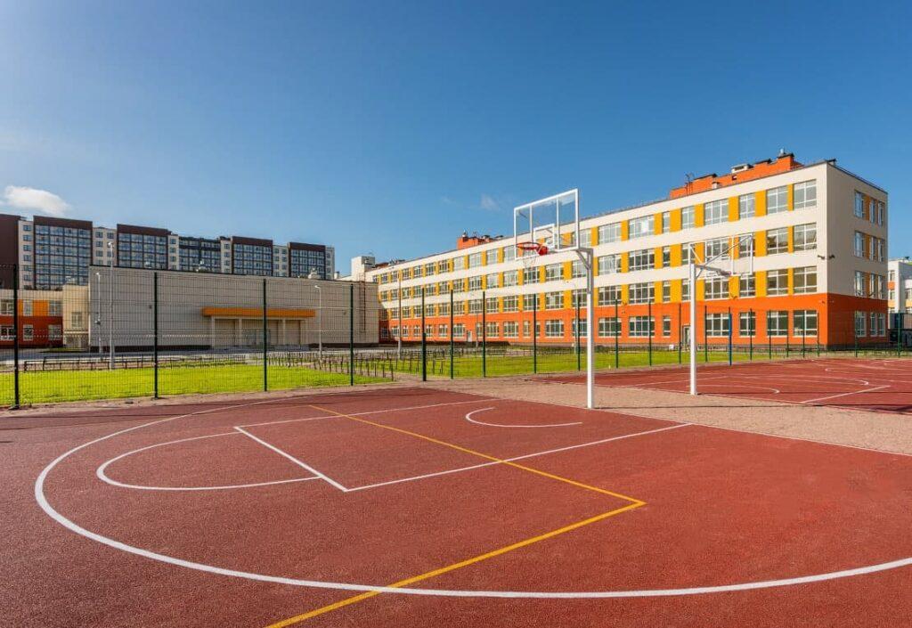 Петербургский вице-губернатор открыл новую школу на территории «Солнечного города» от Setl Group