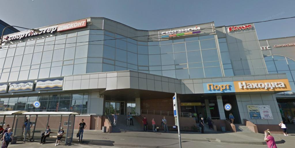 Мужчина разделся догола в магазине «Подружка» в Рыбацком и пытался устроить поджог дезодорантом