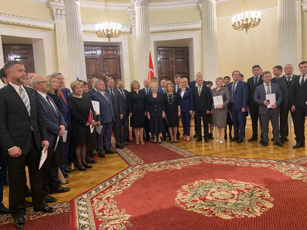 Депутатам ЗакСа седьмого созыва выдали удостоверения
