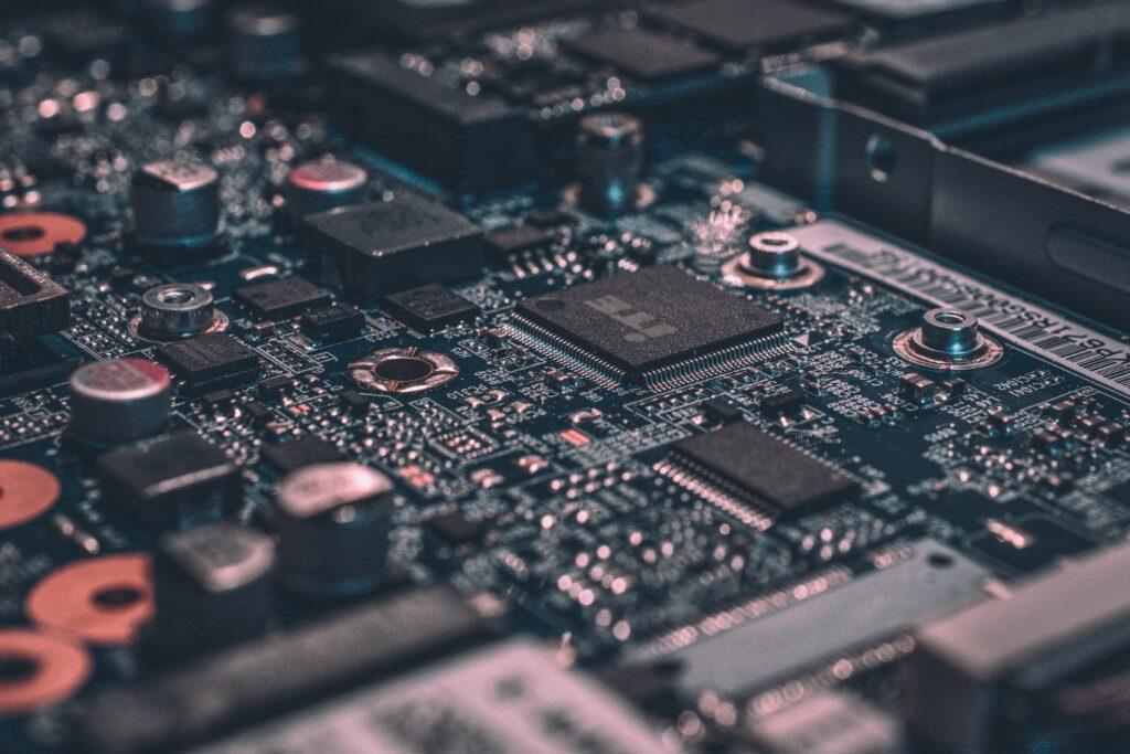 Бостонские физики создали новый металл для производства электронных устройств