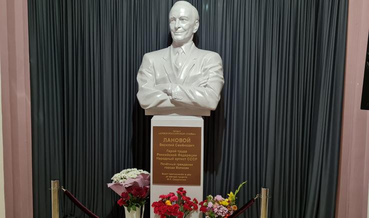 В Ленобласти установили бюст в честь народного артиста СССР Василия Ланового
