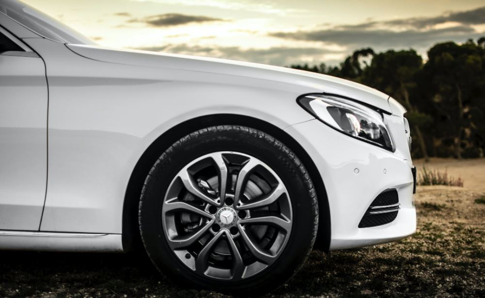 Белый стал самым популярным цветом автомобилей в этом году в России