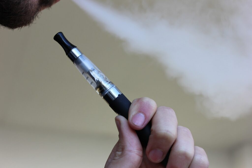 Ученые выяснили, что электронные сигареты приводят к образованию тромбов