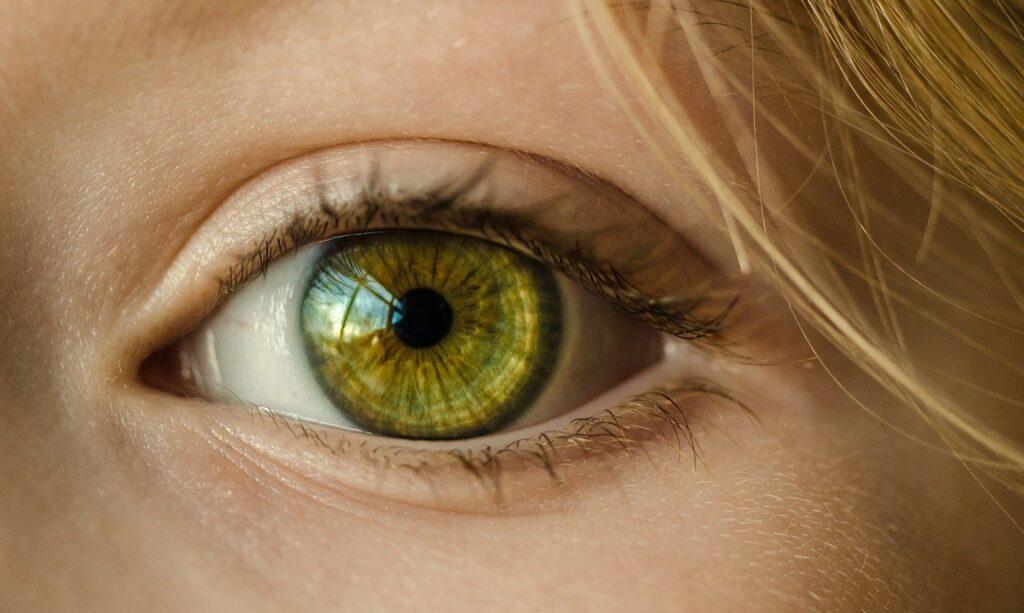 Синдром сухого глаза: симптомы и лечение