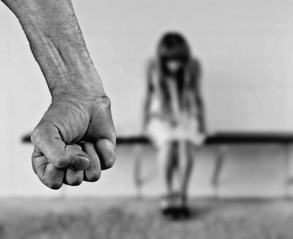 В ЛО возбудили уголовное дело в отношении отца, подозреваемого в избиении детей
