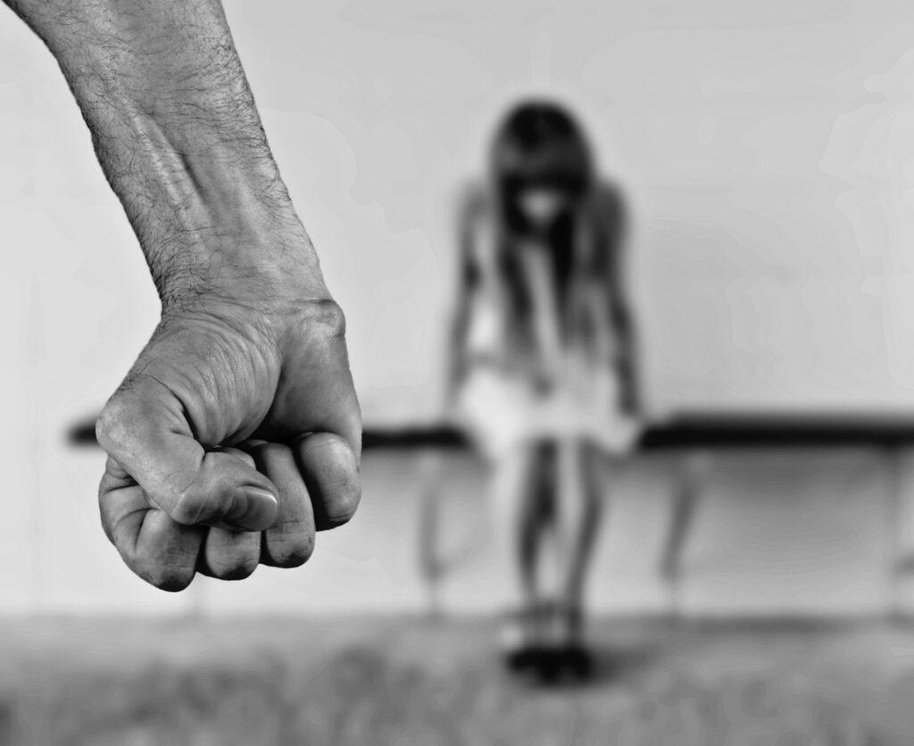 Жителя ЛО, подвергавшего насилию свою малолетнюю дочь, отправят на принудительное лечение