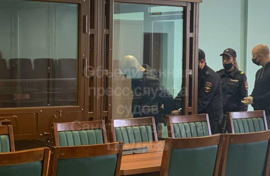 Суд Петербурга огласил приговор членам группировки кровавого участкового Крохина: двое отправятся в колонию