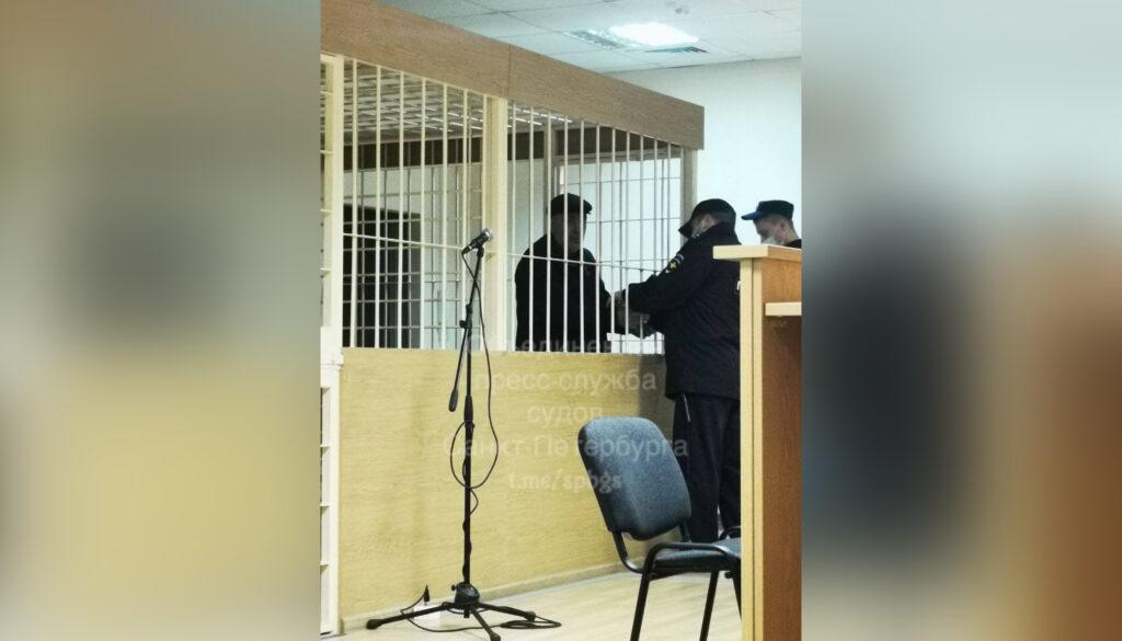 Избившему двух женщин у здания поликлиники таксисту не торопятся предъявлять обвинения