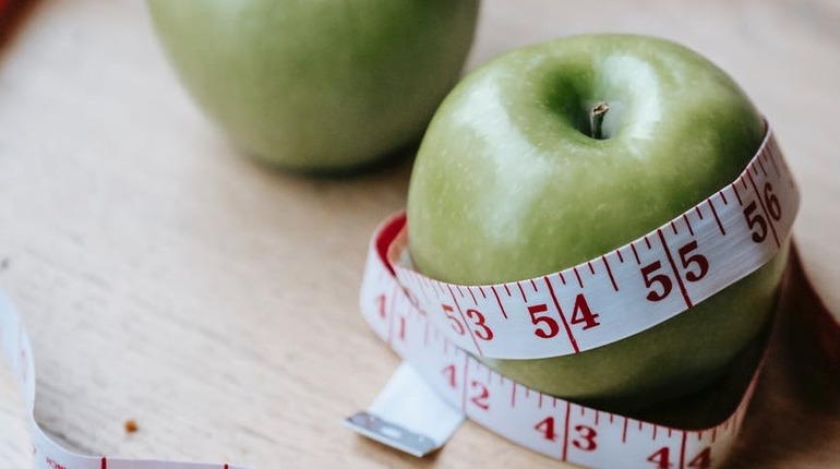 Какие привычки замедляют метаболизм и мешают вам похудеть
