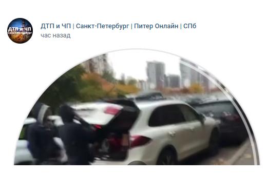 Две легковушки и каршеринг: на улице Маршала Новикова столкнулись три автомобиля