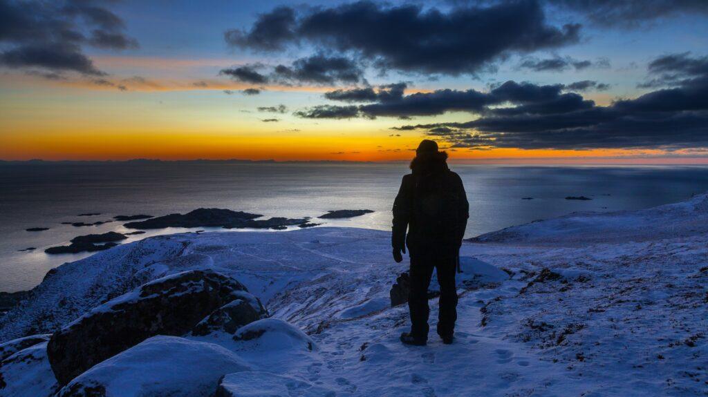 Школьник из Петербурга придумал куртку-пауэрбанк для исследователей Арктики