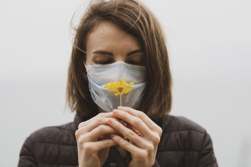 Запах пыли и затхлости: петербуржцы рассказали о восприятии вкусов и запахов после коронавируса