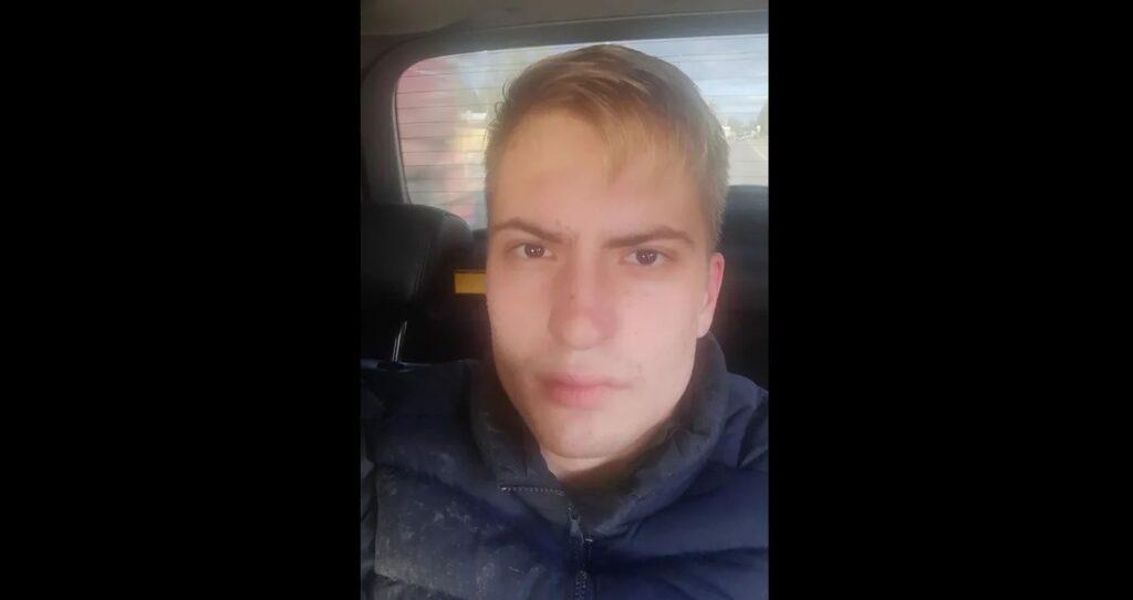 Мужчина прыснул из аэрозольного баллончика в курьера и забрал его сумку с едой для доставки в Петербурге