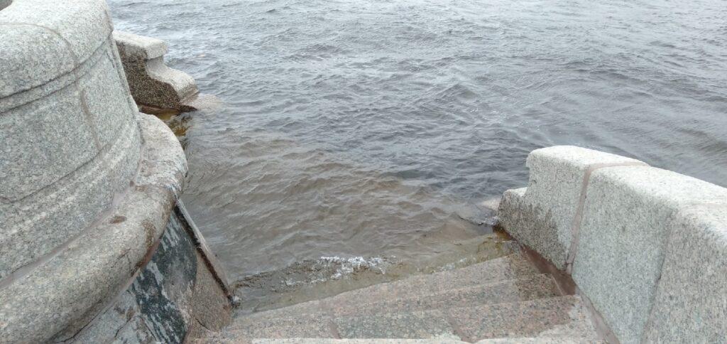 Уровень воды в Неве идет на спад
