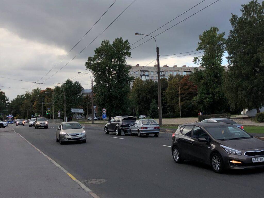 ДТП на Политехнической: столкнулись две легковушки