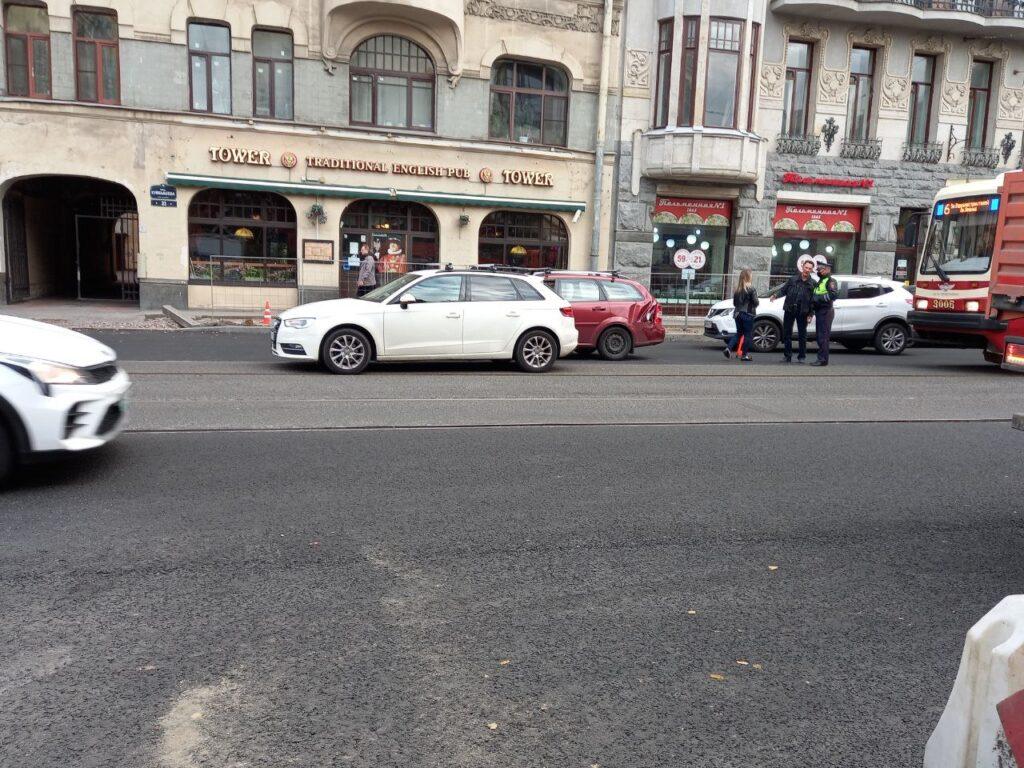 На Куйбышева из-за аварии затруднено движение трамваев