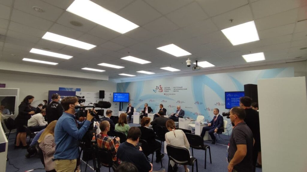 На VI Восточном экономическом форуме подписали более 380 соглашений