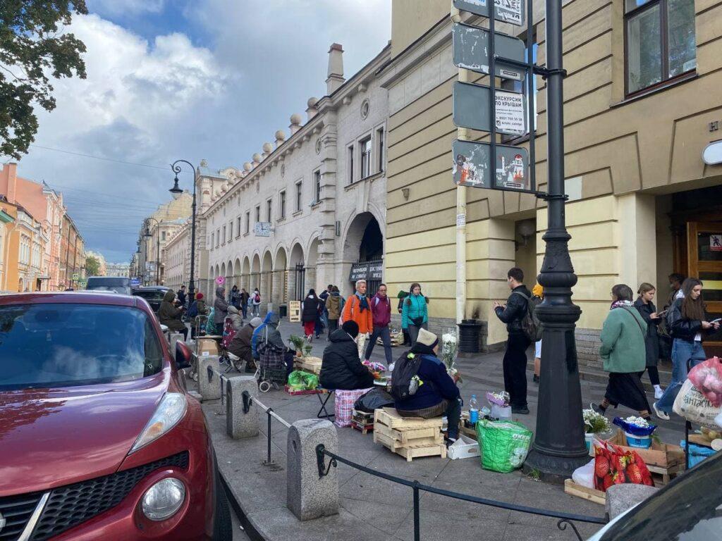 Нелегальные торговцы заполонили улицы Петербурга