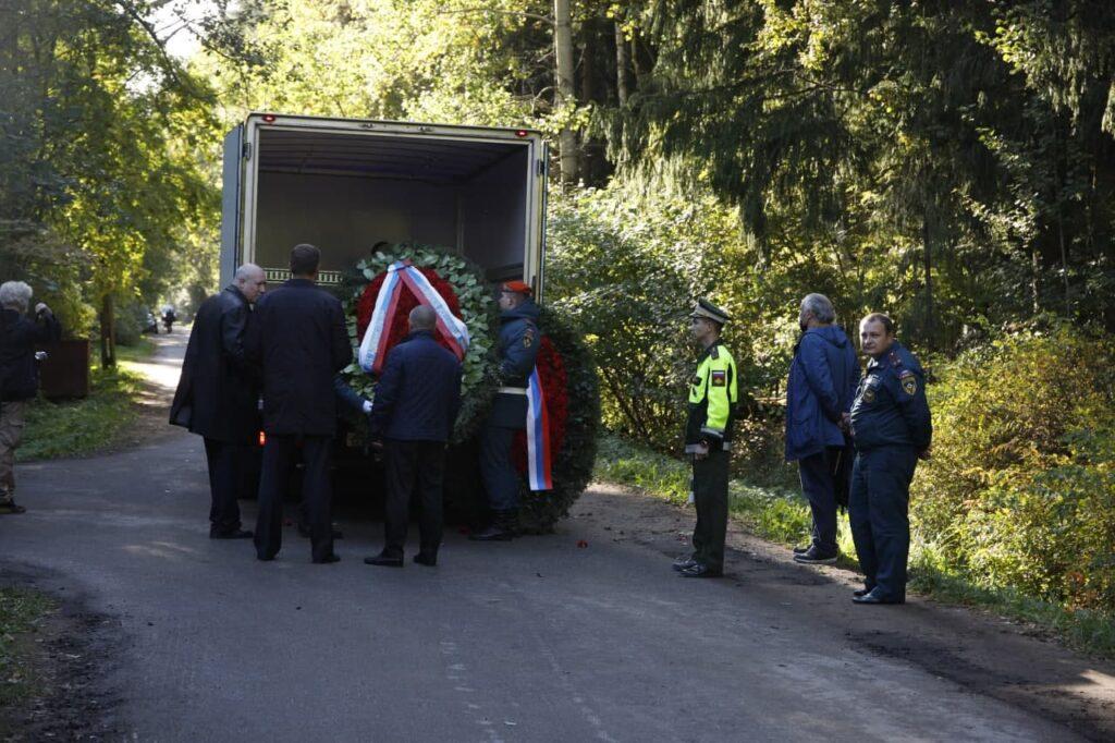 В Петербурге похоронили погибшего главу МЧС Евгения Зиничева