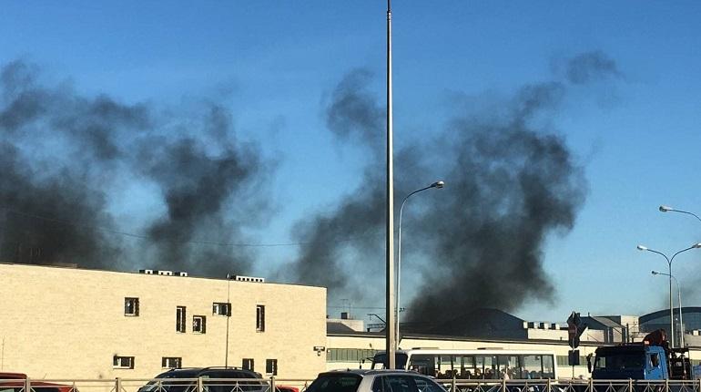 В Купчино заметили черный дым