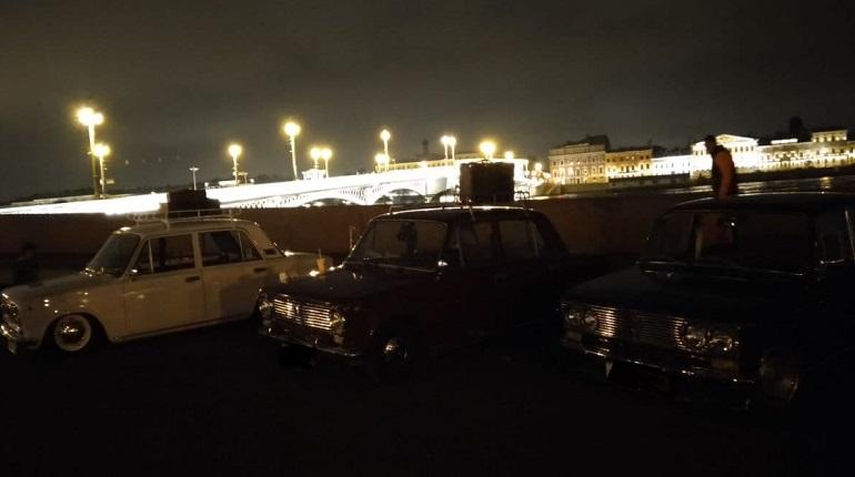 На набережной Шмидта заметили несколько ретро-автомобилей