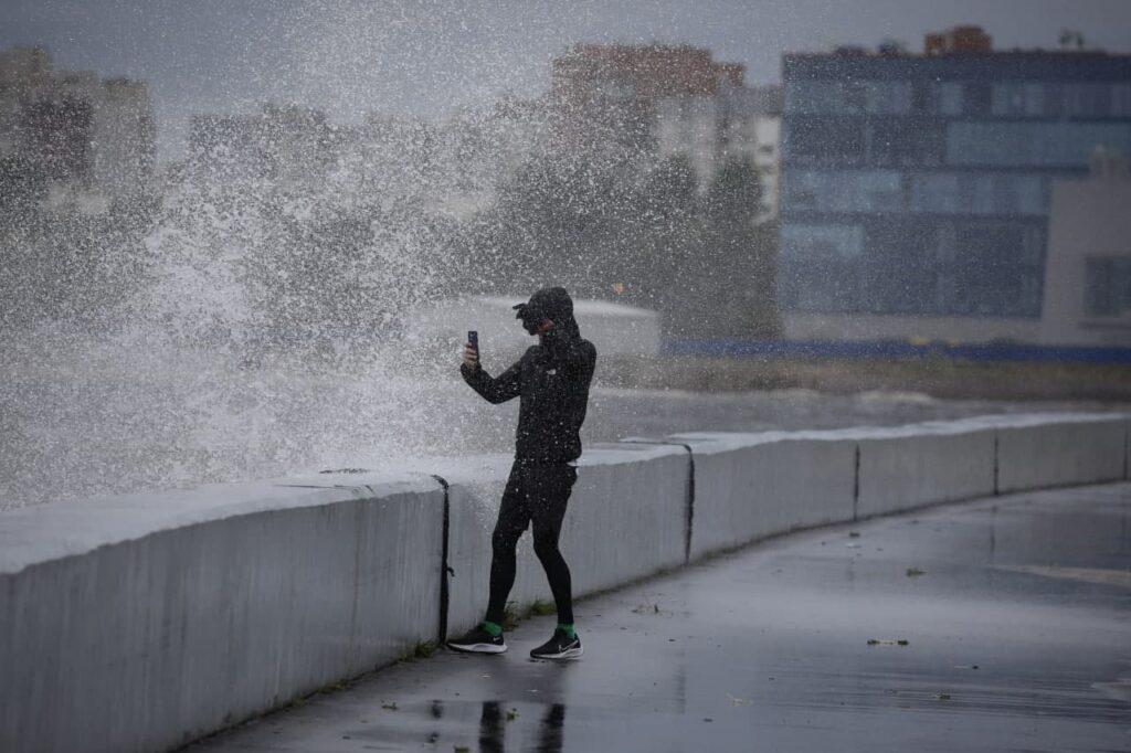 Последствия урагана, автовандалы и гастрономическое пространство: главное к утру среды